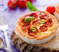 Tortinha de tomate cereja e manjericão