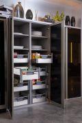 Armário com gavetas de embutir TandemBox, visualização dos mantimentos e produtos facilitado, além de ajudar no controle da despensa e datas de vencimento